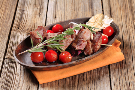 Pork skewer with garlic and cherry tomatoes