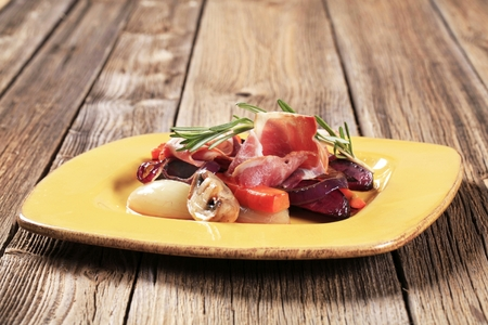 accompaniment: Accompaniment -Sauteed vegetables and slices of ham