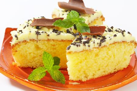 buttercream: Sponge cake with lemon buttercream frosting on a plate Stock Photo
