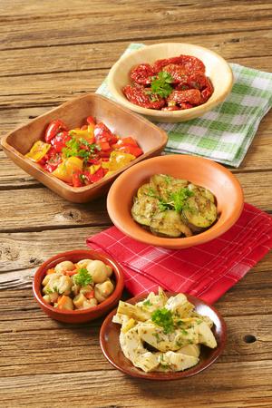 bowl of assorted pickled vegetables on wooden background Banco de Imagens