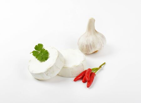 hermelin: Wheels of soft white cheese, red chili peppers and garlic
