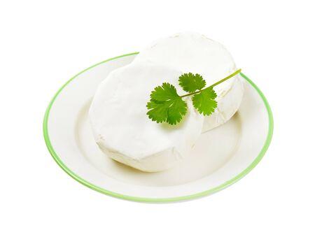 白カビの皮と柔らかい熟成チーズの車輪