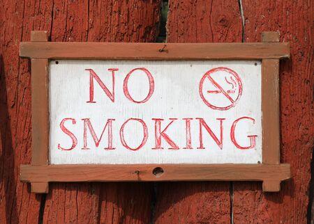 No smoking notice on  wood Reklamní fotografie