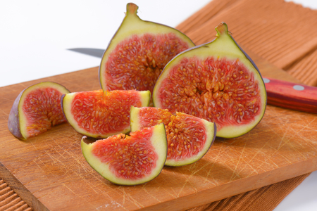 fresh sliced figs on wooden cutting board Reklamní fotografie