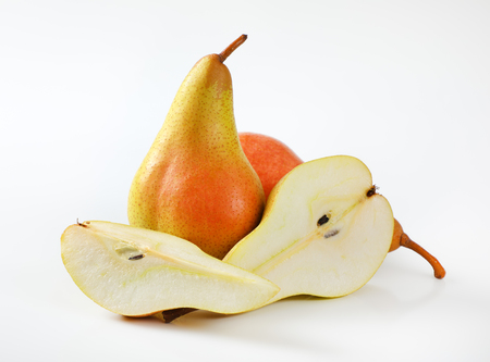 whole and halved pears on white background Reklamní fotografie