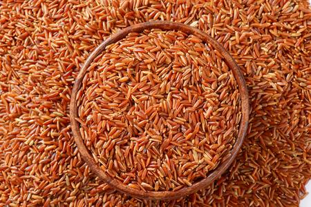 Bowl of Camargue red rice Reklamní fotografie - 111872048