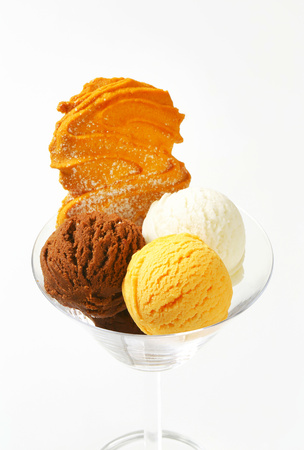Three scoops of ice cream in glass decorated with Spritz cookie