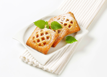 Little lattice-topped pies with apricot filling Reklamní fotografie - 115160187