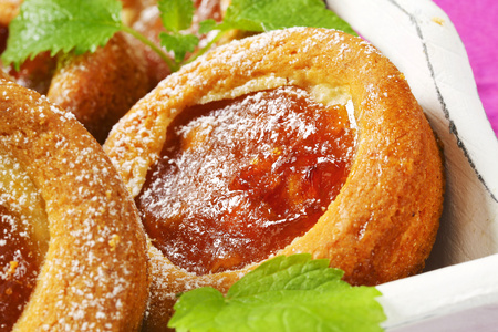 Small round cakes filled with apple puree Reklamní fotografie - 115160219