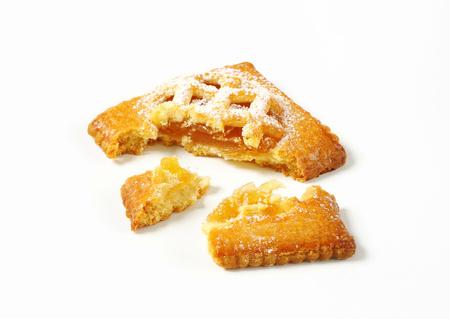Little lattice-topped pie with apricot filling Reklamní fotografie - 115160230