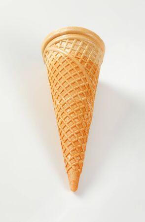 Cono de helado estilo oblea vacía Foto de archivo