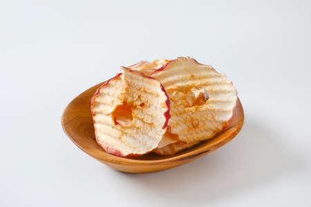 Bowl of dried apple slices - apple chips or rings Zdjęcie Seryjne