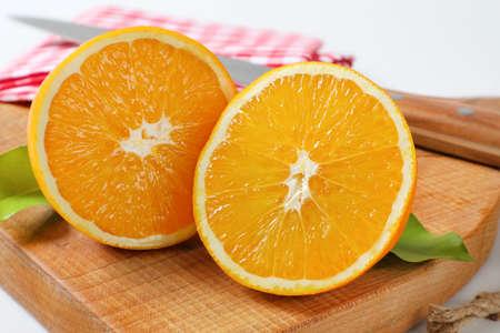 Two fresh orange halves on cutting board Zdjęcie Seryjne