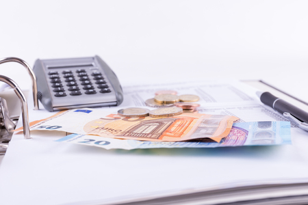 Check the finances and pay bills Stock Photo - 84940110