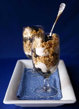 High Depth of Field Image of Blueberry Yogurt and Granola Diet Treat Imagens