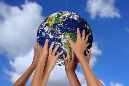 自分たちの手で地球をつなぐ子どもたち 写真素材