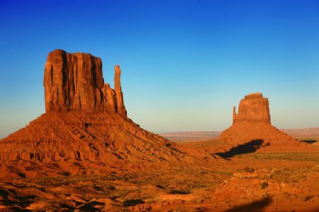 Buttes at Sunset in Monument Valley, Utah, USA 免版税图像