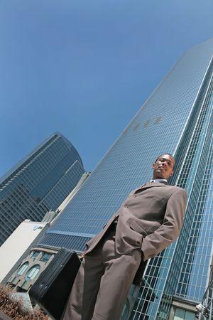 black business man: Voir r�sum� de Black homme d'affaires dans une poursuite en plein air