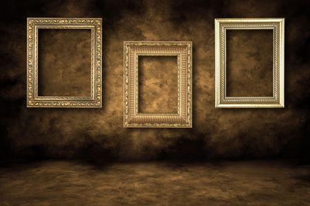 Guilded trois cadres suspendus sur un mur Grungy  Banque d'images - 3493341