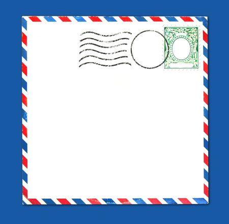 Oude Airmail Parcel Soort envelop met Postal Stamp and Stripes verkeert en grungy