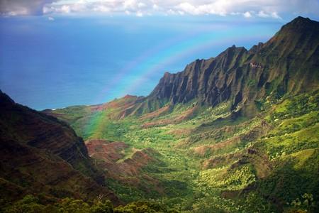 hawai: Vista a�rea de la costa Kauai en Hawai con el arco iris