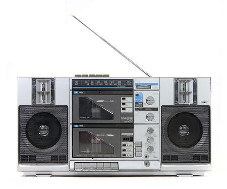 equipo de sonido: Vista frontal de una caja del auge Vintage Reproductor Cassette Tape aislados sobre fondo blanco