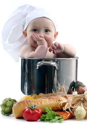 Bebé en una olla de cocina en el fondo blanco. La imagen es suave Foto de archivo - 5133708