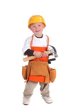 Kleine jongen als een werknemer Bouw gebouw dragen van harde hoed en houden een hamer Stockfoto