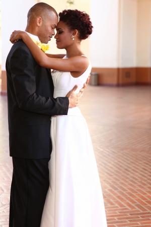 그들의 결혼식에 아름 다운 행복 한 커플 스톡 콘텐츠