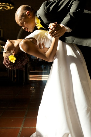 African American Bride and Groom on Their Wedding Day Фото со стока