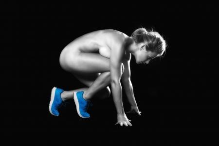 mujer deportista: Bodybuilder femenino rubio hermoso con el Formulario