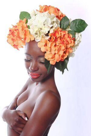 그녀의 머리에 꽃과 함께 아름 다운 여자