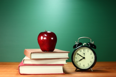 Back to School Books, Apple and Clock on Desk 免版税图像