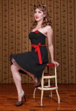 스튜디오에서 아름 다운 핀 업 스타일 여자