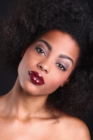 아프리카 계 미국인 흑인 여성의 멋진 초상화