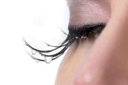 mujer llorando: Mujer triste con lágrimas goteando de su Pestañas