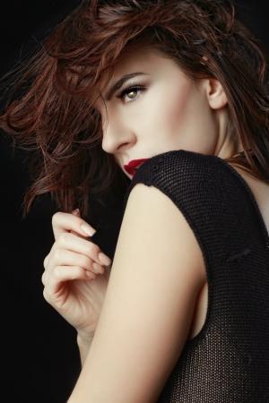 labios sensuales: Gorgeous caucásica mujer posando para retratos Foto de archivo