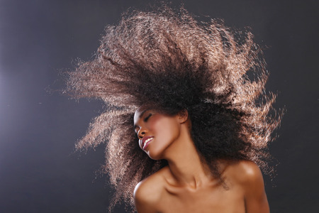Belle Superbe portrait d'une femme noire afro-américaine avec de grands cheveux Banque d'images