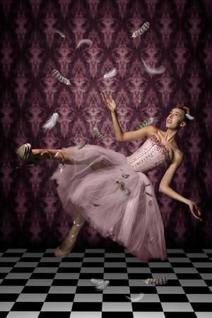 levitacion: Flotante tiro Levitaci�n de una mujer y Plumas
