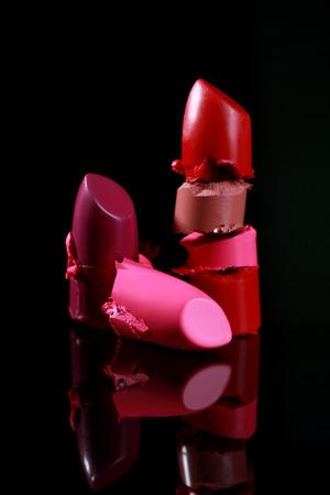 lapiz labial: Cortado y Cut Lipstick piezas apiladas Juntos