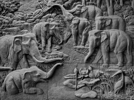 metal sculpture: elefante di sfondo