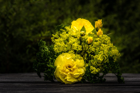 alchemilla mollis: A lovely yellow bouquet with roses, ladys mantle and parsley. Stock Photo