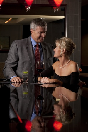 A Man and Woman Together at a Bar/Restaurant Archivio Fotografico