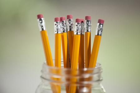 Yellow Pencils in a Glass Jar Stockfoto