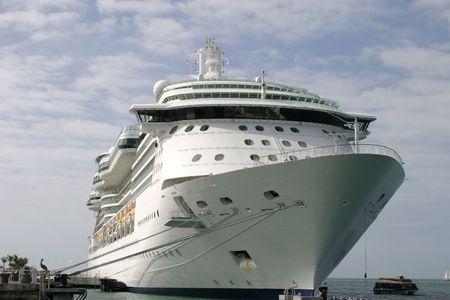 docked: Cruceros atracados en el puerto  Foto de archivo