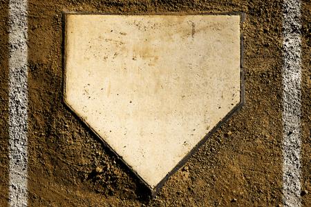 汚れやチョーク ラインと野球のホーム プレート 写真素材