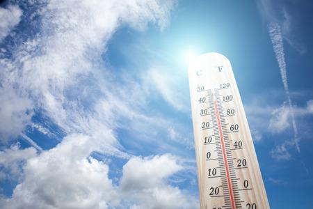 Thermometer on the summer heat Standard-Bild