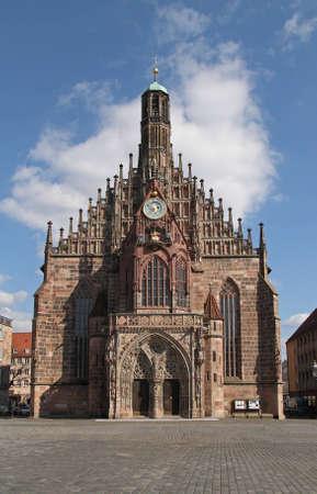 main market: Mercato principale con la famosa Frauenkirche (Chiesa di nostra Signora) Nuremberg  Baviera  Germania