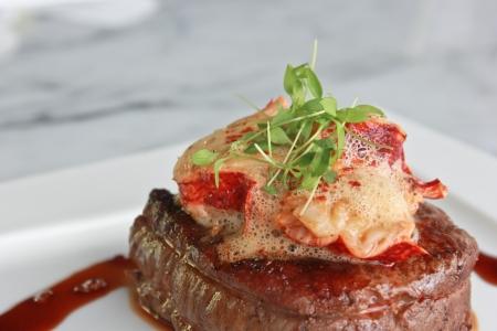 steak cru: Filet de boeuf r�ti Pan, m�daillon de homard