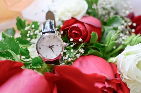 ancient pass: Watch and red rose bouquet